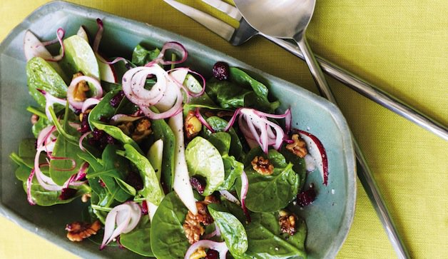 Spinach strawberry walnut salad